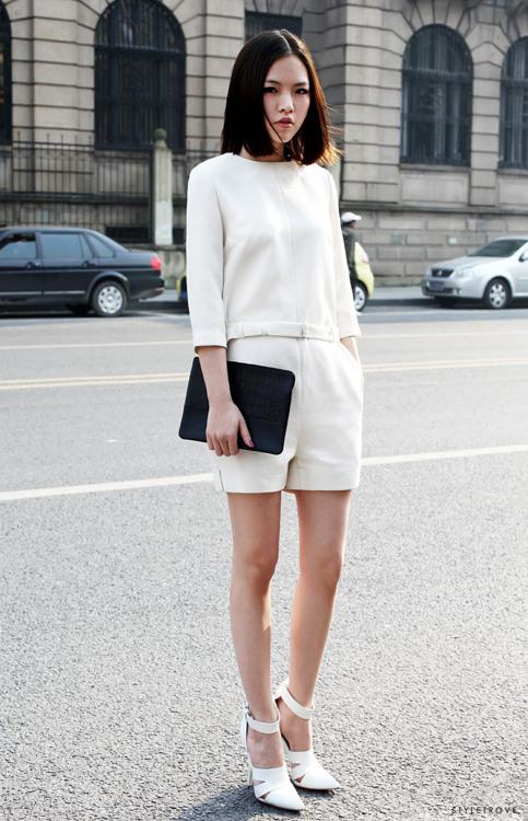 Minimal street style look for women